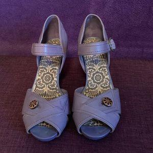 Indigo by Clarks Tanzania Pump Sandal - Size 8